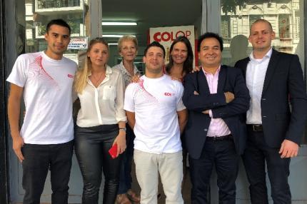 R.Schattner junto al equipo Sellatodo
