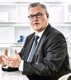 Stefan De Loecker - Beiersdorf